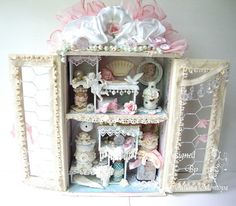 Check out this gorgeous shadow box by Juliana of ILuvVintageScrap. Gorgeous!!