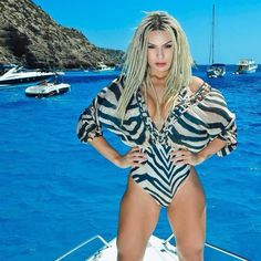 Fernanda Lacerda, Mendigata do Pânico, faz ensaio fotográfico em Ibiza…
