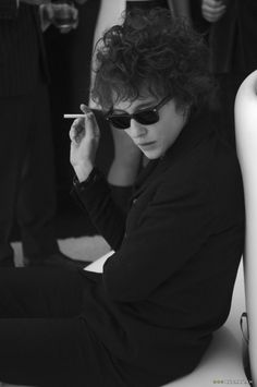 Cate Blanchett as Bob Dylan. I'm not there (2007)