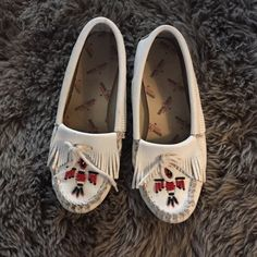 White Leather Minnetonka Moccasins Super cute mocs in great shape! They have soft soles. Has fringe and beaded details. Minnetonka Shoes Moccasins