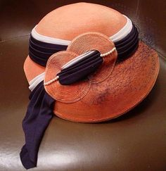 Fabulous Gage Original Ladies Hat Coral Color W/ Navy Gray & Faux Pearls great design of the Ladies Hats, Hats For Women, 1940s Tea Dress, 1940s Hats, 1940s Outfits, Occasion Hats, Orange Hats, Kentucky Derby Hats, Cloche Hat