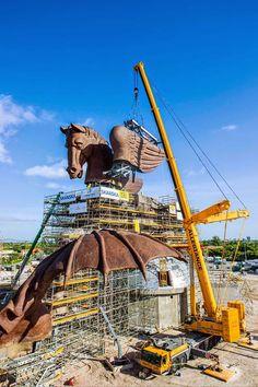 LTM erecting the heaviest component – the left wing of the bronze Pegasus weighing 58 tonnes. Crane Construction, Crawler Crane, Telescopic Crane, Crawler Tractor, Hydraulic Excavator, Engin, Newfoundland And Labrador, Heavy Machinery, Big Wheel