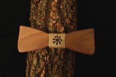 Papillon in legno di noce fatto a mano by Aroundthewood on Etsy
