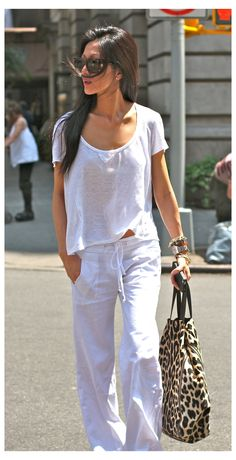 Looks Street Style, Looks Style, Summer Pants Outfits, Casual Outfits, Outfit Summer, Summer Wear, White Outfits, Work Outfits, White Linen Trousers