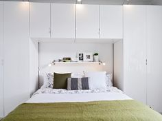 The White Wooden Duplex Apartment Interior from Swedia Black and White Duplex Apartment Comfortable Bedroom Design Large Living Room Furniture, Fitted Bedroom Furniture, Fitted Bedrooms, White Apartment, Apartment Interior, Apartment Design, Duplex Apartment, Modern Bunk Beds, Built In Cupboards