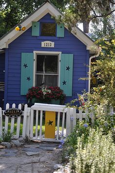 a neat little playhouse/shed?