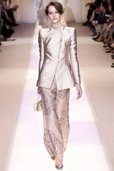 """Armani Prive Fall – Giorgio Armani calls Armani Privé's fall 2013 haute couture collection simply,""""Nude"""", and certainly the outing of understated tans… Armani Prive, Fashion Week, High Fashion, Fashion Show, Fashion Design, Review Fashion, Couture Fashion, Runway Fashion, Womens Fashion"""