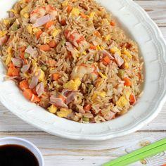Arroz chino tres delicias, no querrás comer nada más que esto.   16 Deliciosas recetas de comida china que puedes hacer en casa