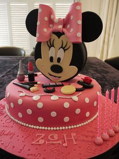 MInnie Mouse Vanity Case Cake