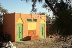 Construction de blocs sanitaires pour les écoles. Association Enfants Du Désert