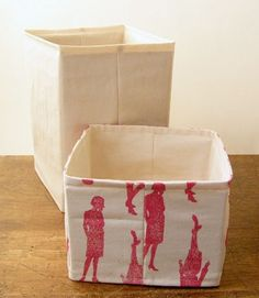 Sewing Fabric Storage Jezze Prints: No-interfacing Storage Basket Tutorial (using removable cardboard inserts for stiffener) Fabric Storage Baskets, Fabric Storage Boxes, Fabric Bins, Storage Bins, Fabric Basket, Storage Ideas, Storage Solutions, Diy Storage Basket, Fabric Scraps