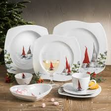 Beautiful Dinner ware enspired by asas Tomtebod sold by fyrklovern. Dinner Ware, Dinner Plates, Pip Studio, Home Technology, Christmas Gnome, Cooking Gadgets, Carnival Glass, Booth Design, Home Repair