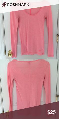VS PINK long sleeve tee Only worn a handful of times, excellent condition. Super soft material!  No rips, tears, stains, discolorations. Comes from a smoke free, pet friendly home. 😊✨ Victoria's Secret Tops Tees - Long Sleeve