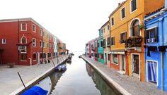 Fondamenta di Canavella - canal de Burano (lagune de Venise)  Venezia Italie Italia Italy Colored houses
