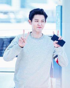 귀여운 ✌🙈At Incheon airport Baekhyun Chanyeol, Chanbaek, Baekyeol, Kdrama, Luhan And Kris, Exo Group, Z Cam, Exo Fan, Rapper