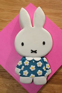 Miffy                                                                                                                                                                                 More 3 Year Old Birthday Cake, Bunny Birthday, Girl Birthday Themes, Birthday Cakes, Birthday Ideas, Birthday Parties, Miffy Cake, Rabbit Cake, Bunny Party