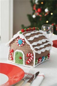 Crocheted Gingerbread House (free pattern)