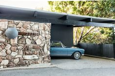 Architect Ed Fickett designed this mid century house which was once the LA home of Ava Gardner during the Frank Sinatra years. Mid Century House, Mid Century Style, Mid Century Modern Design, Modern House Design, Modern Houses, Steel Framing, Mid Century Exterior, Los Angeles Homes, Modern Exterior