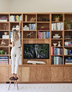 Living room tv wall ideas tv decor shelves built ins ideas for 2019 Built In Shelves Living Room, Living Room Bookcase, New Living Room, Living Room Modern, Living Room Designs, Tv Wall Shelves, Tv Shelving, Living Room Storage, House Built
