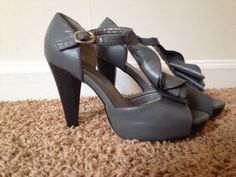 Madden Girl Ruffle Heels Ankle Strap Gray Sz 8 Wrapped Platform Gently Used  #MaddenGirl Platforms Wedges