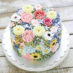 I try to eat healthy all week long but on Sundays I love to bake This is the perfect cake flowers and sugar all rolled into one dessert Thank you countrylivingmag for the beautiful inspiration Gorgeous Cakes, Pretty Cakes, Cute Cakes, Amazing Cakes, Spring Cake, Floral Cake, Fancy Cakes, Savoury Cake, Creative Cakes