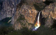 Foto impressionante mostra arco-íris formado em cachoeira nos EUA 4a478f3a16