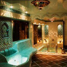 Moroccan style bathroom at the Hammam Aux Bains Montorgueil - Paris Moroccan Design, Moroccan Decor, Moroccan Style, Moroccan Interiors, Moroccan Bathroom, Bohemian Bathroom, Dream Bathrooms, Beautiful Bathrooms, My Dream Home