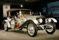 1915 Rolls-Royce Silver Ghost London-Edinburgh Tourer classy, love it! Auto Retro, Retro Cars, Vintage Cars, Antique Cars, Bentley Rolls Royce, Rolls Royce Cars, Automobile, Bmw Classic Cars, Car Car