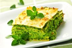 Lasagnes à la ricotta et aux épinards Lasagna with ricotta and spinach (cooking a little longer, parmesan only above and smoked salmon between layers) Lasagne Au Pesto, Spinach Lasagna, Chicken Lasagna, Pesto Chicken, Tofu Lasagna, Baked Chicken, Chicken Recipes, Vegetarian Recipes, Cooking Recipes