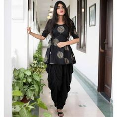 Dhoti pants are high on trend right now as they are comfortable and stylish! Here are 6 different outfit ideas for women to style dhoti pants with. Salwar Designs, Kurti Designs Party Wear, Short Kurti Designs, Patiala Suit Designs, Dress Designs, Dress Indian Style, Indian Dresses, Indian Outfits, Shadi Dresses