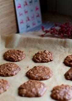 kitchen & aroma: almond oatmeal chocolate chip cookies | Lisa Hjalt