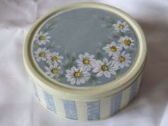Kursy Decoupage Eli - Part 6 Lace Painting, Painting On Wood, Tin Can Art, Boxes And Bows, Decoupage Box, Country Paintings, Primitive Folk Art, Painted Boxes, Aesthetic Grunge