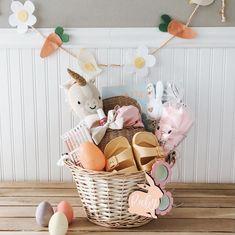 Easter Snacks, Easter Party, Easter Treats, Boys Easter Basket, Easter Baskets For Toddlers, Holiday Themes, Holiday Fun, Easter Presents, Holiday Gift Baskets