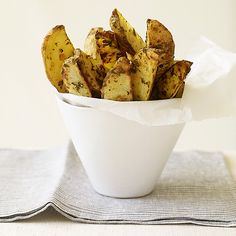 Weight Watchers Roasted Herb Potato Wedges The Best homemade fries! Skinny Recipes, Ww Recipes, Light Recipes, Potato Recipes, Great Recipes, Cooking Recipes, Favorite Recipes, Healthy Recipes, Recipies