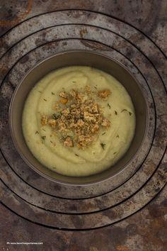La cucina spontanea - ricette, fotografie e parole.: Vellutata di topinambur con crumble di acciughe