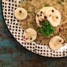 Quinoa met kokossinaasappelsmoothie en banaan - The Green Happiness