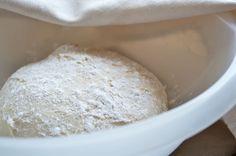 Das Pizzateig - Rezept lässt sich idealerweise im Steinofen zubereiten. #pizza #rezept #teig