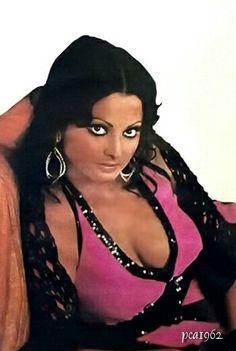 Rekha Bollywood Outfits, Indian Bollywood Actress, Bollywood Actress Hot Photos, Bollywood Girls, Indian Film Actress, Beautiful Bollywood Actress, Most Beautiful Indian Actress, Indian Actresses, Bollywood Cinema