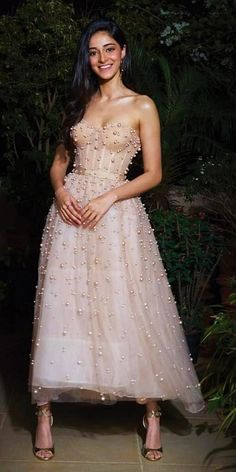 Tea length wedding dresses are invented for small and sassy brides who want a sexy look. These style of dresses will underline your features, make you. Mode Bollywood, Bollywood Girls, Bollywood Fashion, Bollywood Actress, Bollywood Celebrities, Bollywood Style, Indian Celebrities, Muslim Wedding Dresses, Bridal Dresses