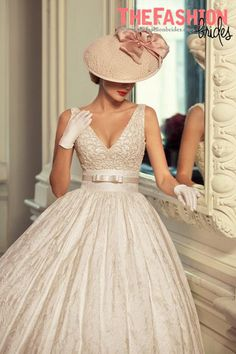 Tatiana Kaplun bridal collection 2015 presents the Jazz Sounds line as one of the bridal dresses ranges from the Russian designer. Robes Vintage, Vintage Dresses, Vintage Outfits, Vintage Fashion, Vintage Hats, Retro Fashion, Mulher Versus Moda, Wedding Hats, Wedding Gowns