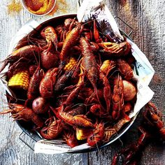 Rustic low country cajun crawfish boil. Just incredible! #sexytime  . Courtesy: Brendan Lekan  #howtonotdie #seafood #surfandturf #pescatarian #paleo #crab #lobster #crawfish #instagood #foodstagram #foodgasm #foodporn #bbq #barbecue #grill #grilling #carne #churrasco #farmtotable #beautifulcuisines #chef #feedme #foodpic #foodphotography #photooftheday #firemakeseverythingbetter