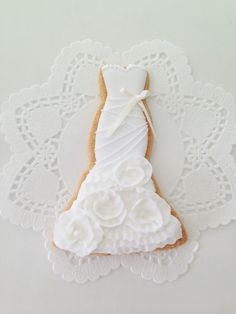 a Vera Wedding dress cookie