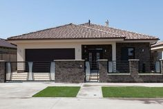 sk - Gp omega s. Modern Bungalow Exterior, Modern Bungalow House, Modern House Facades, Modern Architecture House, Round House Plans, My House Plans, House Front Design, Small House Design, Single Storey House Plans