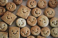 smiley cookies [via super cute food] Cute Food, Good Food, Yummy Food, Dessert Halloween, Cute Cookies, Food Humor, Fresh Fruit, Food Photo, Sweets