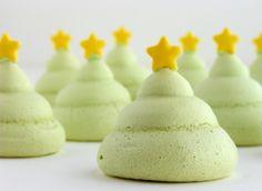 Christmas Tree Meringues http://ifeelcook.es/arboles-de-merengue/