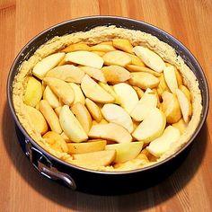 Veganer Apfelkuchen mit Aepfel fuellen
