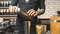 A franquia desenvolveu um drink que reúne duas das bebidas mais favoritas do mundo. Você experimentaria?  continue lendo em Nova bebida do Starbucks mistura café com cerveja