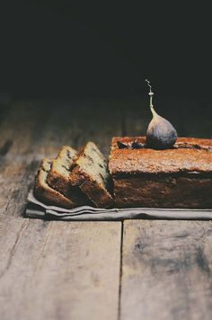 fig and zucchini bread  9/10 exquis avec yogourt ou crème glacée vanille et/ou compote de cerises de terre