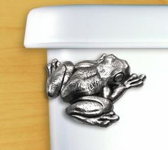 Pewter Toilet Flush Handle adds playful nature-loving flair to any bathroom in your house. Funny Frogs, Cute Frogs, Frog Bathroom, Bathroom Ideas, Master Bathroom, Kermit The Frog Quotes, Frog Theme, Flush Toilet, New Toilet
