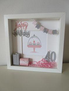 Zur gestrigen Card in a Box *CLICK* in rosa gesellt sich heute der passende Rahmen. Den Rahmen hatte die Kundin ähnlich be...